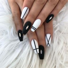 White Nail Designs Collection black and white nail designs White Nail Designs. Here is White Nail Designs Collection for you. White Nail Designs perfect white glitter nail art designs for women in White . Black Coffin Nails, Matte Black Nails, Blue Nails, Black And White Nail Designs, Black And White Nail Art, White Nails With Design, Nail Design For Short Nails, Acrylic Nails Coffin Matte, White Nails With Gold