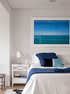 coastal bedrooms in blue and grey Home Bedroom, Master Bedroom, Bedroom Decor, Style At Home, Surf Decor, Coastal Bedrooms, Beach House Decor, Home Decor, Spare Room