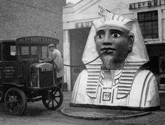 A petrol pump shaped like a sphinx, London, c.1930 (Photo: akg-images / Imagno) #vintagelondon
