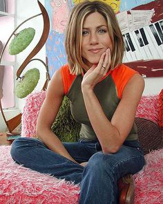 Photo of Barbara Green Photoshoot 2001 for fans of Jennifer Aniston 32429318 Jennifer Aniston Bob, Jennifer Aniston Hair Friends, Bob Hairstyles For Fine Hair, Cool Hairstyles, Medium Hair Styles, Short Hair Styles, Pelo Bob, Corte Y Color, Hair Color And Cut