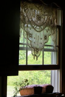 Grandma's House ✿ etsy bluefolkhome says ✿: simple draping of lace is just perfect for this window! Up House, House Windows, Windows And Doors, Sweet Home, Lace Curtains, Country Curtains, Drapery, Window View, Open Window