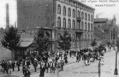 uitgaan-fabriek-regout-ca-1910