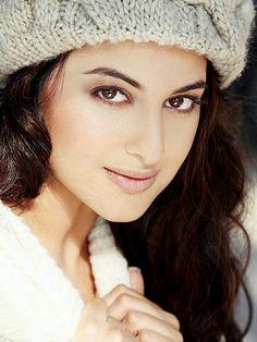 What a beauty wanna kiss u Sonakshi Sinha Saree, Deepika Padukone, Bollywood Actors, Bollywood Celebrities, Indian Actresses, Actors & Actresses, Heena Khan, Flawless Beauty, South Actress