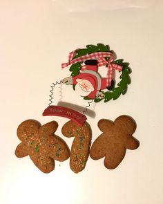 I gingerbread o pan di zenzero sono i tipici biscotti americani un po' scuri, a forma di omino, solitamente decorati con la glassa.