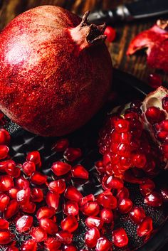 Sweet and crunchy ~ Delicious red pomegranates Natural Energy Drinks, Healthy Energy Drinks, Energy Smoothies, Healthy Fruits, Energy Juice Recipes, Fruit Recipes, Water Recipes, Fruit Diet, Fruit Juice