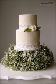 Baby's breath under cake, Inspiration for Mobella Events, Wedding Planner Orlando, Wedding Planner St. Petersburg, www.mobellaevents.com