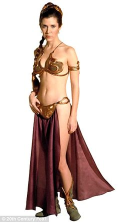 Carrie Fisher as Leia in the 1983 film Star Wars: Episode VI - Return Of The Jedi Leia Star Wars, Star Wars Mädchen, Film Star Wars, Star Wars Girls, Carrie Fisher, Frances Fisher, Gold Bikini, Bikini Modells, Meninas Star Wars