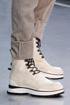 Louis Vuitton - Fall 2015 Menswear - Look 46 of 77 Botas Louis Vuitton, Louis Vuitton Hombre, Burberry, Gucci, Me Too Shoes, Men's Shoes, Shoe Boots, Fashion Designer, Designer Shoes