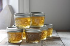 Gin and Lime marmalade makes a great edible Christmas Gift and is gorgeous on hot buttered toast for a zingy breakfast with a kick.Gin and Lime Marmalade Edible Christmas Gifts, Edible Gifts, Homemade Food Gifts, Christmas Hamper Ideas Homemade, Diy Food Gifts, Christmas Ideas For Gifts Diy, Handmade Christmas Gifts, Christmas Recipes, Fingers Food