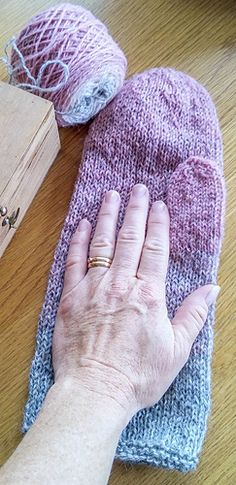 Ravelry: Annsofie's felted mittens pattern by Annsofie Petersson Felted Slippers Pattern, Knitted Mittens Pattern, Fingerless Gloves Knitted, Crochet Mittens, Easy Knitting Patterns, Knitting Kits, Knitted Slippers, Knitting Socks, Hand Knitting