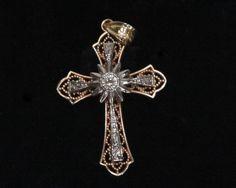 Cruz em ouro e diamantes