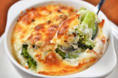 Gratin recipes are ideal for your holiday table. These one-dish meals have a brown and bubbly crust on top and are easy to make and serve for a crowd. Broccoli Gratin, Broccoli Bake, Vegetarian Casserole, Casserole Recipes, Potato Casserole, Broccoli Casserole, Vegetarian Lasagne, Healthy Cooking, Healthy Eating