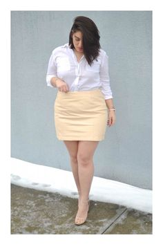 Have some fun with TEXTURE. A simple leather skirt. 15 Style Tips From Nadia Aboulhosn, Your New Fashion Inspiration Chubby Fashion, Big Girl Fashion, Looks Plus Size, Plus Size Model, Plus Size Dresses, Plus Size Outfits, Skirt Outfits, Cool Outfits, Curvy Outfits