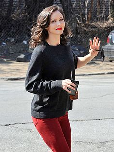 Katharine McPhee looks stunning with the rd pants and bright lipsick. I love it!