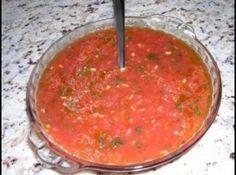 Receita de Molho para pizza !! - 1 lata de tomates pelados ou 6 tomates maduros sem pele, 2 colheres de sopa de Azeite de oliva VIRGEM, 2 dentes de alho, 1 colher (chá) de sal, 10 folhas de alfavaca fresca