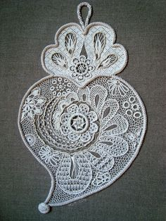Getting to Know Brazilian Embroidery - Embroidery Patterns Paper Embroidery, Embroidery Patterns, Amor Tattoo, Wedding Wreaths, Brazilian Embroidery, All Craft, Bobbin Lace, Paper Quilling, Skin Art