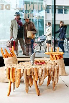 Comment recycler les invendus :-) Bakery Store, Bakery Cafe, Cafe Restaurant, Food Design, Bakery Design, Bread Shop, Catering Display, Catering Food, Bread Art