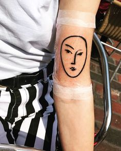 It comes with little surprise that Henri Matisse& art works make for some of the most beautiful tattoos we& ever seen. The French artist whose work spanned Henri Matisse, Matisse Art, Matisse Paintings, Matisse Tattoo, History Tattoos, Stick And Poke, French Artists, Skin Treatments, Beautiful Tattoos
