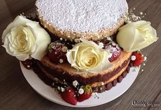 Naked cake  #nakedcake #health #cake #chocoholic #coconut #chubbyvegan #vegan  Informações/encomendas: contato@chubbyvegan.net by chubbyvegan