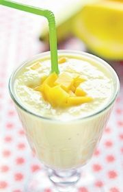 Smoothie med mango og appelsin - lækker opskrift Protein Smoothie Recipes, Juice Smoothie, Smoothie Drinks, Protein Foods, Healthy Smoothies, Food N, Food And Drink, Recipes From Heaven, Meal Planner