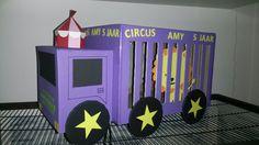 Circus auto traktatie vervoer! Of suprise!