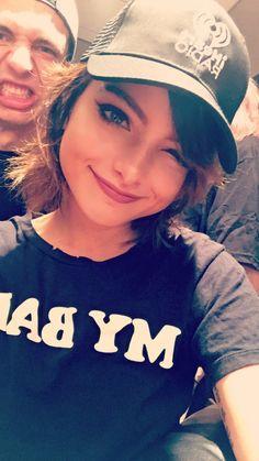 Nia Lovelis on Hey Violet snapchat
