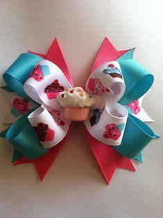 Sweet Cupcake Hairbow - Birthday Hairbow - Cupcake Resin - Cupcake Hairbow - Cupcake ribbon Handmade Hair Bows, Diy Hair Bows, Diy Bow, Diy Ribbon, Bow Hair Clips, Ribbon Bows, Grosgrain Ribbon, Jojo Bows, Hair Bow Tutorial