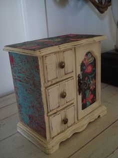 SHABBY CHIC UPCYCLED Jewelry Box Painted in a by WhateverULove