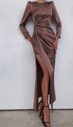 Muslim Fashion, Modest Fashion, Suit Fashion, Fashion Dresses, Elegant Dresses, Pretty Dresses, Beautiful Dresses, Hijab Evening Dress, Evening Dresses