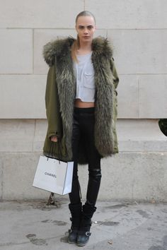 fur coat (pictured: Cara Delevingne) #streetstyle #fashion #modeloffduty