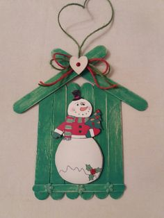 Christmas ideas Learn how to make Easy Christmas Crafts for Kids with these amazing Popsicle Stick Christmas Ornaments. Popsicle Stick Christmas Crafts, Easy Christmas Ornaments, Christmas Crafts For Kids To Make, Popsicle Stick Crafts, Christmas Decorations To Make, Craft Stick Crafts, Christmas Fun, Holiday Crafts, Snowman Crafts