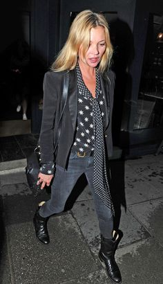 Kate Moss wears a printed blouse with skinny jeans, black boots and a blazer