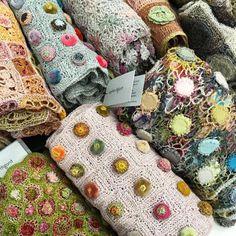 Se dette Instagram-bildet fra @ provincialkitchens_sydney • 40 likerklikk Manta Crochet, Freeform Crochet, Crochet Art, Crochet Motif, Crochet Designs, Crochet Patterns, Diy Blanket Scarf, Crochet Projects, Sewing Projects