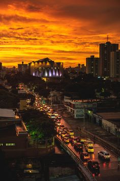 Sunset Barrnquillero, Main Cathedral on Plaza de La paz. Ecuador, City Life, The Good Place, Travel Inspiration, New York Skyline, Cathedral, Sunrise, America, Architecture