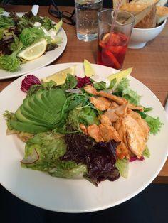 #avocadochickensalad #avocado #chicken #thaistyle #foccaceriaicetea #foccaceria #st.gallen