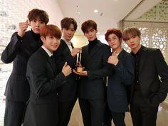 아스트로 (@offclASTRO)   Twitter Korean Bands, South Korean Boy Band, Member Astro, Beautiful Boys, Beautiful Pictures, Park Jin Woo, Lee Dong Min, Astro Fandom Name, Rapper
