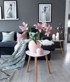 The beautiful living room by 👈🏻 Cooee Ball Vases … - Home Decoration Classy Living Room, Beautiful Living Rooms, Living Room Grey, Table Decor Living Room, Modern Wall Decor, Living Room Designs, Interior Design, Home Decor, Pink Cushions