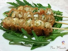 Breaded skewers arista provola and arugula, crispy and super-stringy! Meat Recipes, Cooking Recipes, My Favorite Food, Favorite Recipes, Pasta E Fagioli, Sweet Cooking, Sicilian Recipes, Fish And Meat, Recipe Mix