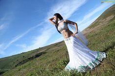 Richa-Panai-hot-navel-show-photos-from-Buguri+%284%29.jpg (1113×742)