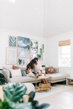 Making the Most out of a Small Space Beach Bungalow Bungalow Decor, Bungalow Renovation, Bungalow Homes, Small Apartments, Small Spaces, Beach Apartment Decor, Small Beach Houses, Beach Bungalows, Diy Home Repair