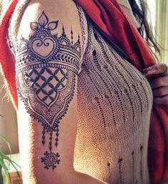 Latest Mehndi designs for arms. Mehndi designs are an indistinguishable piece of the rich Indian society.Henna for women's arm. Cool Henna, Neue Tattoos, Body Art Tattoos, Tribal Tattoos, Finger Tattoos, Mini Tattoos, Sleeve Tattoos, Henna Sleeve, Paisley Tattoos