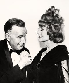 """Maurice Evans as 'Daddy/Maurice' and Agnes Moorehead as 'Mother/Endora' from """"Bewitched"""" Bewitched Tv Show, Bewitched Elizabeth Montgomery, Erin Murphy, Alec Guinness, Agnes Moorehead, I Dream Of Jeannie, Tv Supernatural, Old Hollywood Glam, Stylish Couple"""