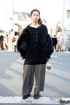 Super stylish Harajuku guy wearing a knit and fur coat with oversized pants and pointy boots. Harajuku Fashion, Japan Fashion, Harajuku Style, Pointy Boots, Post Apocalyptic Fashion, Martens, Japanese Street Fashion, Comme Des Garcons, Gyaru