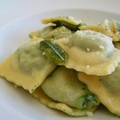 Spinach, Feta, and Pine Nut Ravioli Filling Spinach, Feta, and Pine Nut Ravioli Filling - Chocolate Cookies Pasta Recipes, Cooking Recipes, Cooking Tips, Cheese Ravioli, Spinach Ravioli Filling Recipe, Homemade Pasta, Homemade Ravioli Recipe, Homemade Breads, Spinach And Feta