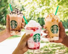 Starbucks' Frappuccino menu: the Serious Strawberry Frappuccino. It has the Strawberries and Creme Frappuccino base with layers of strawberry puree, and vanilla whipped cream. Starbucks' Frappuccino menu: the Serious Strawberry Fra Starbucks Frappuccino Menu, Mocha Frappuccino, Frappe, Starbucks Drinks, Ice Caramel Macchiato, Mango Tea, Promo Flyer, Matcha Green Tea Latte, Small Glass Bottles