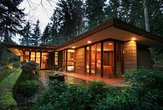 """""""Brandes Residence,"""" Frank Lloyd Wright house in Sammamish, WA. A Usonian house, one of about 50 single-family homes Wright designed with the intention of being affordable for a middle-class family. Organic Architecture, Amazing Architecture, Architecture Design, Usonian House, Frank Lloyd Wright Homes, Casas Containers, Cabana, Exterior Design, Bungalow"""