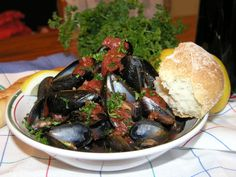 Greek Potatoes, Indian Cookbook, Green Chilli, Indian Dishes, Mussels, Dinner Rolls, Main Meals, Coriander, Cooking Time
