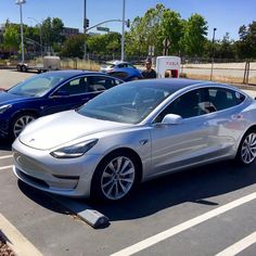 428 vind-ik-leuks, 11 reacties - Tesla Model 3 (@tesla_model_3) op Instagram: '#Model3 #supercharger #silver'