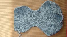 braguita de bebé tejida a dos agujas, knit baby romper – Bebekler hakkında herşey Baby Hats Knitting, Baby Knitting Patterns, Baby Patterns, Free Knitting, Knitted Hats, Tricot Baby, Diy Crafts Knitting, Baby Coat, Baby Pants
