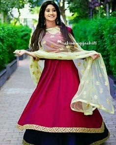Patiala Dress, Anarkali Kurti, Churidar, Lehenga, Red Dress Outfit, Stylish Photo Pose, Saree Poses, Long Dress Design, Indian Designer Suits